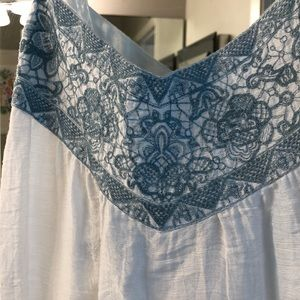 BCBG size M white sundress with blue embroidery